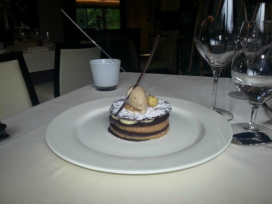 Dubravkin Put: mille-feuille with apple and cinnamon