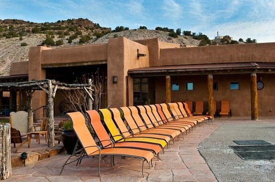 Ojo Caliente Mineral Springs Resort and Spa: By the large pool