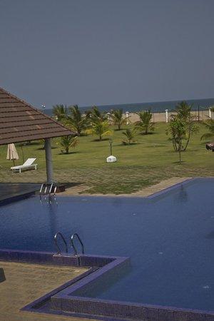 Le Pondy : Pool & Beach