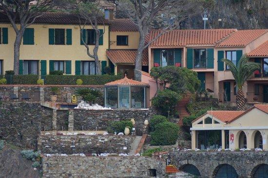 Relais des Trois Mas et Restaurant La Balette : Vue partielle de l'hôtel photographiée depuis Collioure