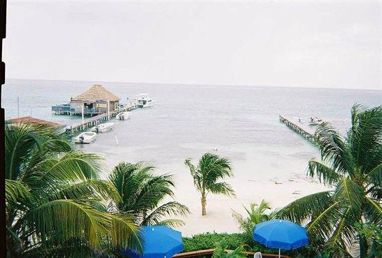 Blue Tang Inn: pier and Wet Willies