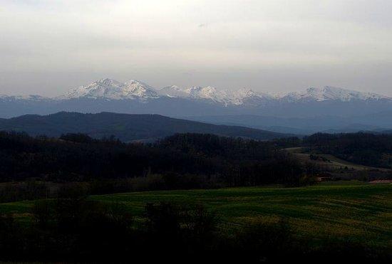 Auberge du Balestie: Panoramablick in die Pyrenäen - durch schlechtes Wetter leider etwas getrübt