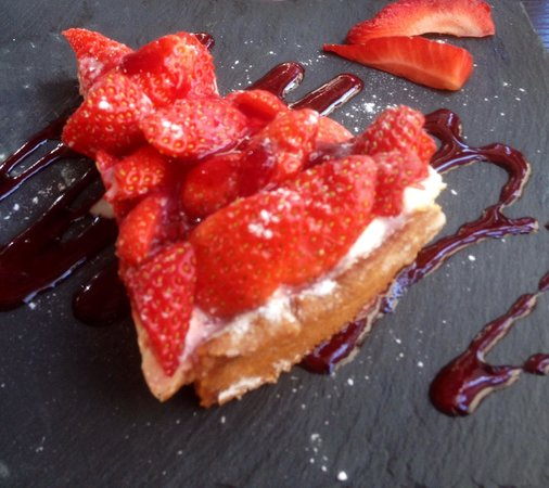 Isabeau de Touraine : Strawberry tart - just so full of delicious fruit!