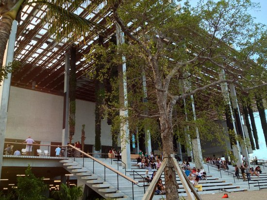Perez Art Museum Miami: Patio and stairs leading out from the cafe