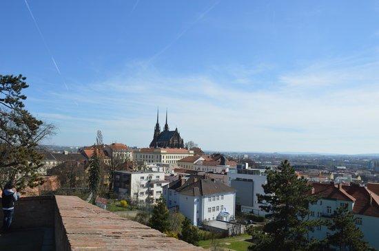Spilberk Castle: Вид на Брно от замка Шпилберк.