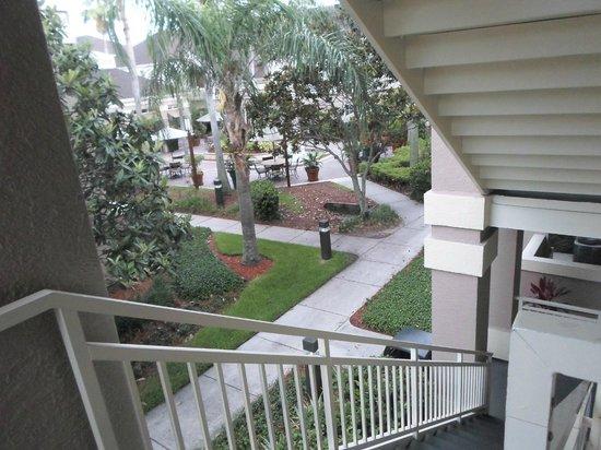 Staybridge Suites Lake Buena Vista: Escalera al patio