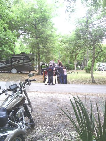 Manatee Hammock Campground: Unloading our bikes at the campground