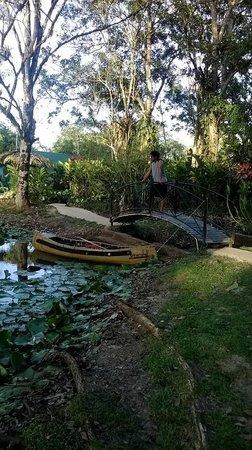 Hacienda Jacana: Bridge and kayak
