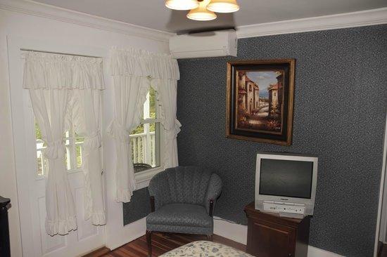 The Ogunquit Inn : Room 3 - Queen Bed - Private Bath