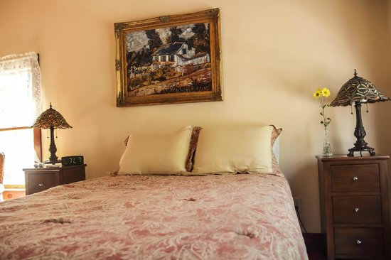 The Ogunquit Inn : Room 4 - Queen Bed - Shared Bath