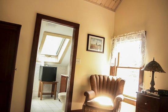 The Ogunquit Inn : Room 5 - Queen Bed - Private Bath