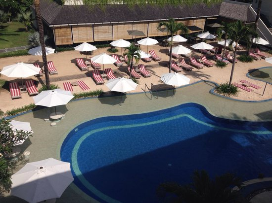 The Breezes Bali Resort & Spa : Sand pool, view from room
