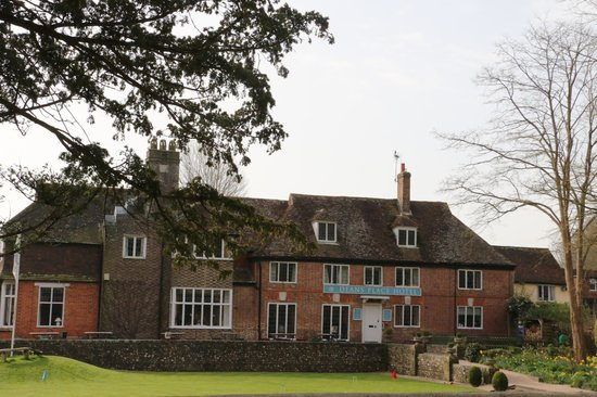 Deans Place, Country Hotel and Restaurant: Hotel view from the road