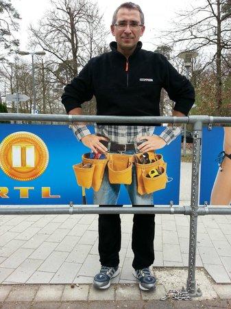 Bavarian Film Studio: Эти штанишки ему очень идут:)))