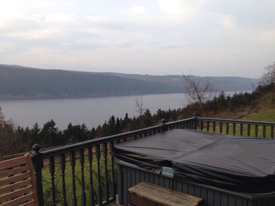 Lodges on Loch Ness: Hot tub, weather not great! Still used!