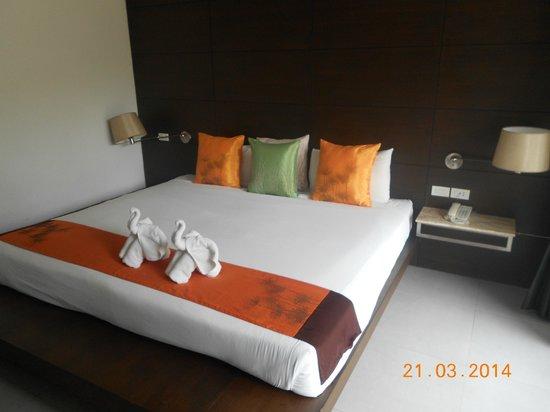Aree Tara Resort : chambre parfaite clim un peu bruyante eau minérale fournie gratuitement pendant le séjour
