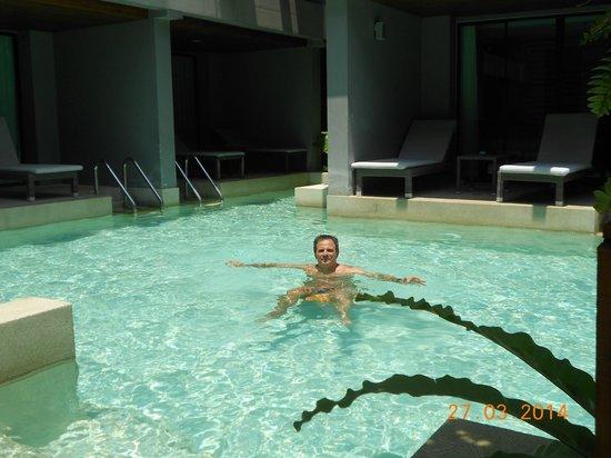 Aree Tara Resort: super piscine dommage qu'elle soit trop vite a l'ombre
