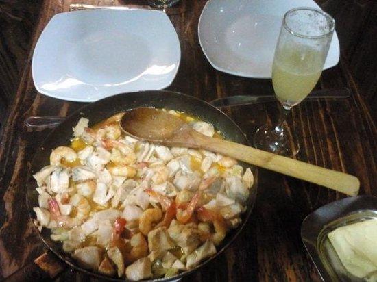 Hostal el Nogal Pucón: Camarones salteados con salmón y Pusco Sour...Cena de lujo! Gracias Rodrigo :)