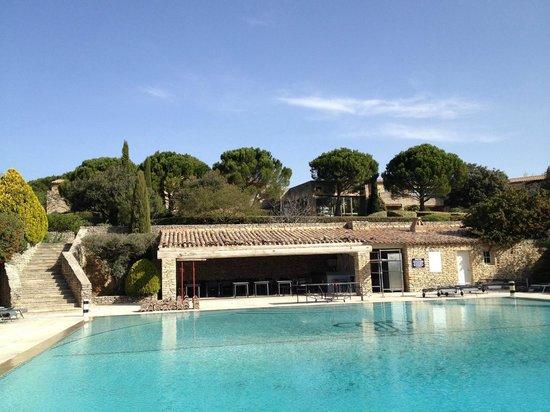 Hotel Les Bories & Spa : Terrasse de la piscine