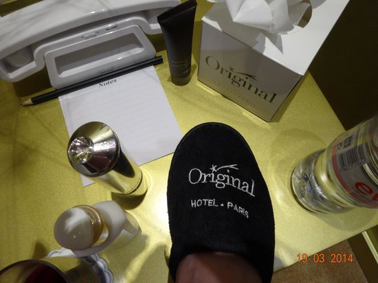 Hotel Original Paris : Classy finishing touches slippers & robes