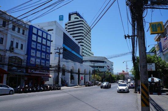 Royal Phuket City Hotel : Hotel on main street