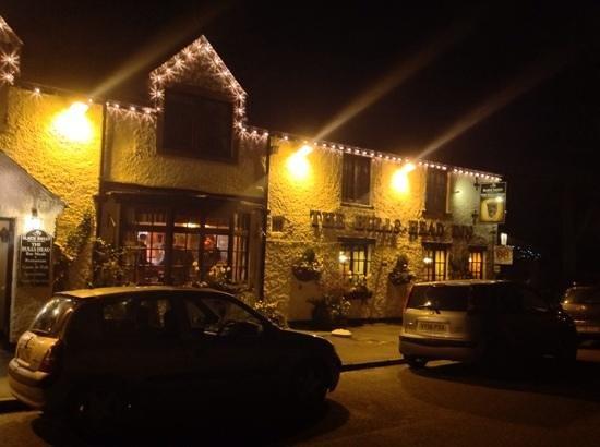 The Bull's Head Inn Foolow Restaurant: warm and cosy pub