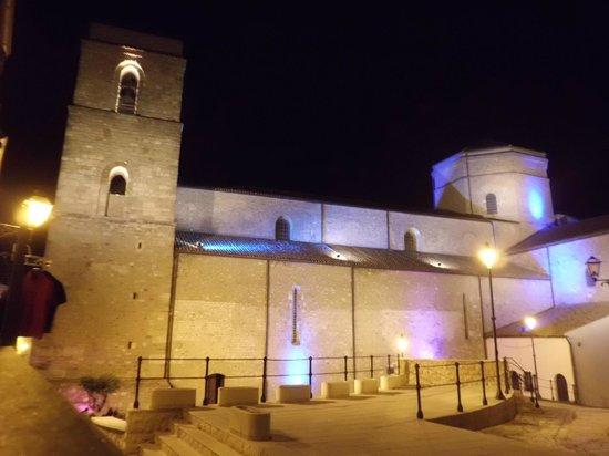 Acerenza Cathedral: Campanile, tiburio navata centrale e laterale.