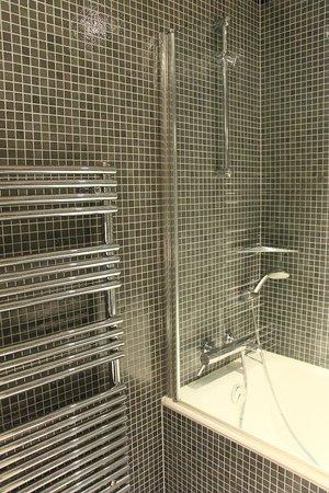 Hotel de Londres Eiffel: Twin Room - Bathroom
