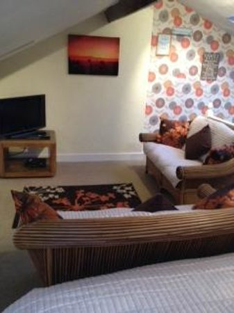 Milverton House: ATTIC TV/SEATING AREA