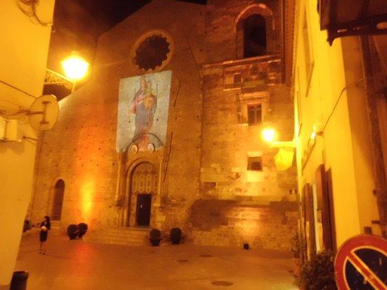 Acerenza Cathedral: Facciata della Cattedrale di stile romanico-normanno-clunyacense.
