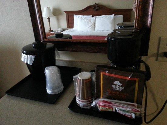 Country Inn & Suites By Carlson, Bessemer: Кофе и чай