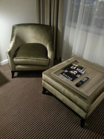 Radisson Blu Hotel, Manchester Airport: The Amazing Chair