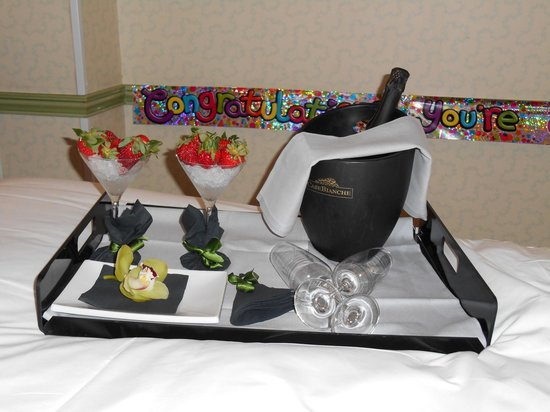 Hotel Papadopoli Venezia MGallery by Sofitel: Compliments of the Hotel for my partners birthday