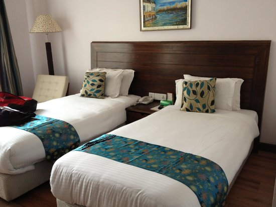 Kathmandu Guest House : Deluxe room beds