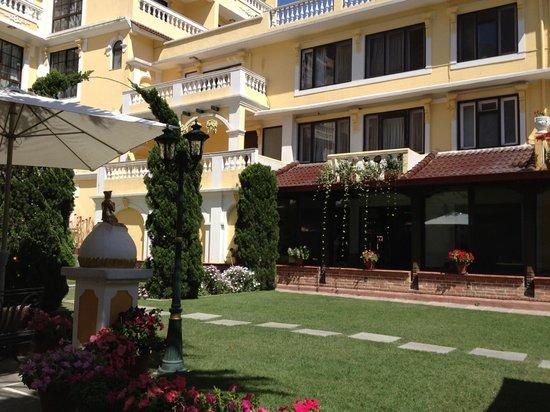 Kathmandu Guest House: Garden court yard