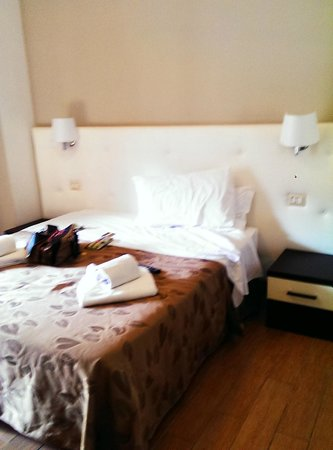 Santa Maria Inn: Large comfy room for one. Simple and tidy.
