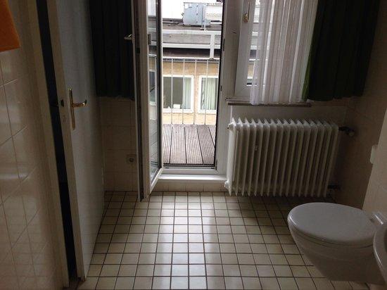 Hotel Engelbertz : Even the bathroom has a balcony (room 473)