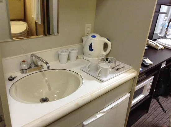 Hotel MyStays Nippori : small kitchen and well equipped