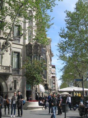 Paseo de Gracia (Passeig de Gracia): One of the many beautiful buildings.