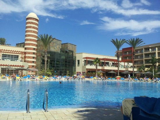 Hotel Elba Carlota: Pool and Hotel