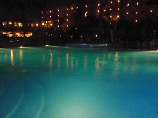 Hotel Elba Carlota: Pool at night