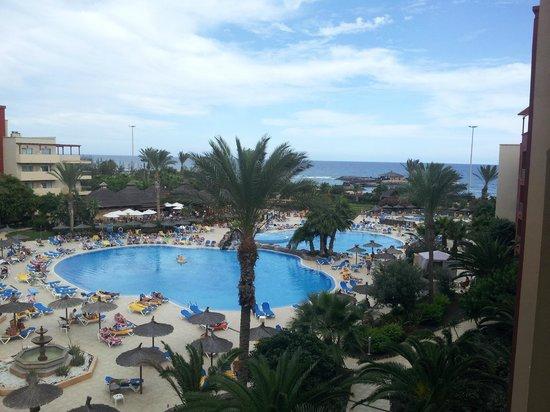 Hotel Elba Carlota : Two great sized pools