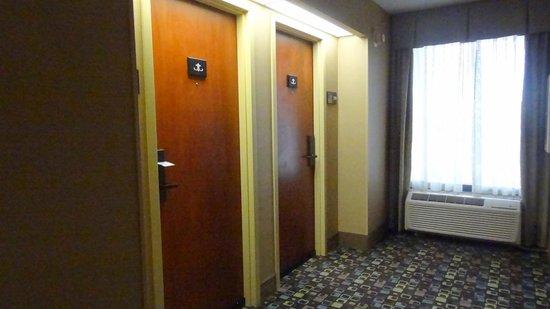 Hampton Inn Columbus Dublin: Elevator