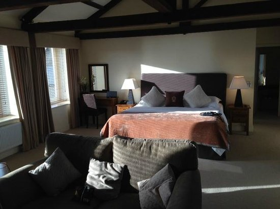 The White Bear Hotel: Huge bed