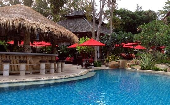 Rocky's Boutique Resort: The perfect proximity of pool and bar.