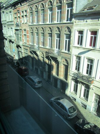 Four Points by Sheraton Brussels: Looking out our window to the left