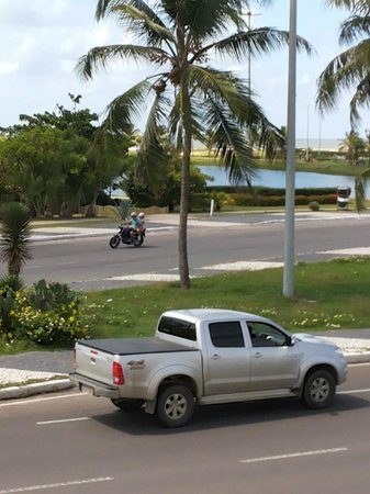 Real Praia Hotel: Da janela do quarto, lago