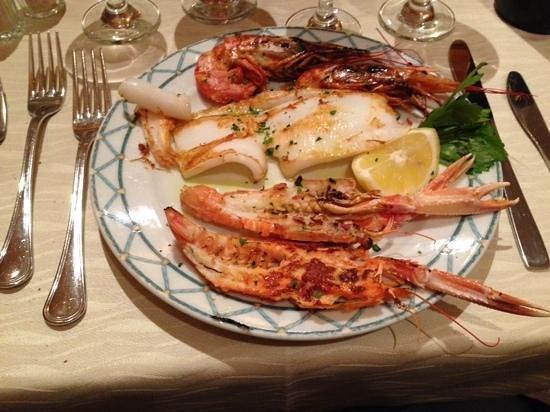 Baia Chia : poissons grillės