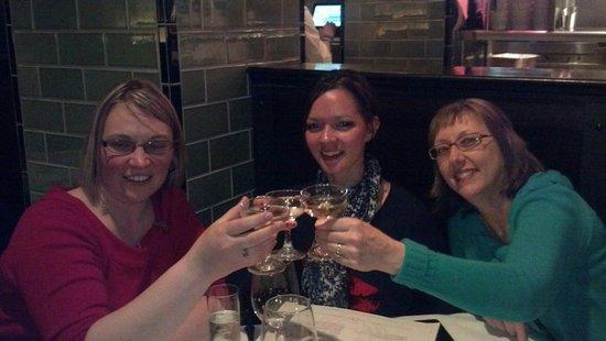 "Hilton Chicago : ""Cheers"""