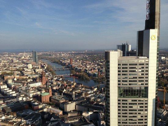 Main Tower: vista con sole a favore